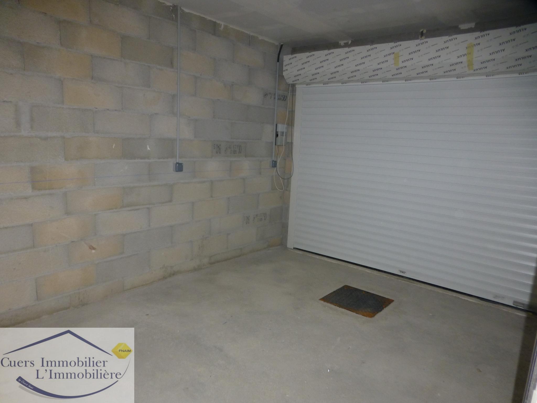 garage avec porte à enroulement motorisé